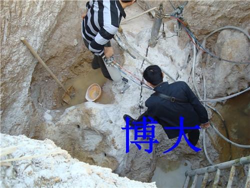 人工开挖孔桩岩石劈石机破裂机